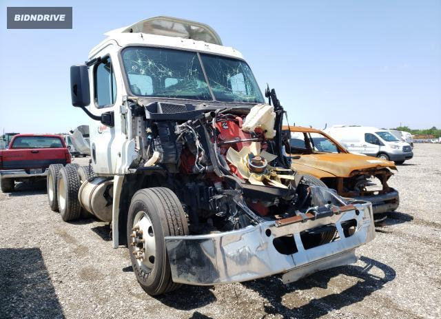 Lot #1693182588 2016 FREIGHTLINER CASCADIA 1 salvage car