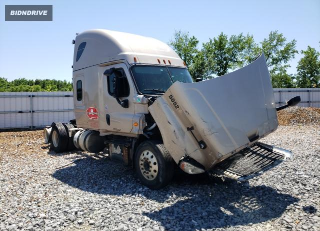Lot #1734117640 2016 FREIGHTLINER CASCADIA 1 salvage car